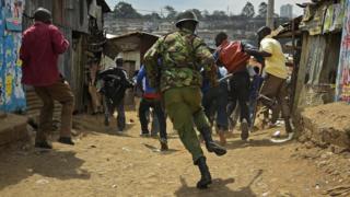 Polisi akiwafukuza waandamanaji Mathare Agosti 9, 2017