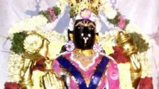 कुर्ता-चूड़ीदार वाली देवी