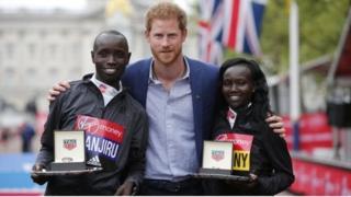 Победители марафона - Даниэль Ванджиру и Мэри Кейтани