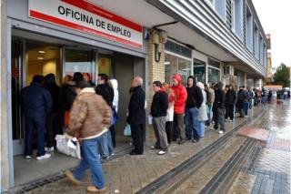 İspanya'da 2009'daki ekonomik krizin ardından iş bulma kurumlarının kapısında kuyruklar oluşmuştu