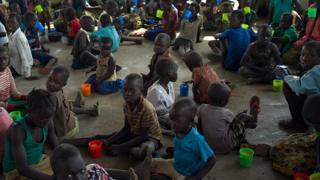 La crise humanitaire s'aggrave au Soudan du Sud sur fond de tension, l'ONU exige la fin immédiate des hostilités.