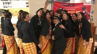 सैन फ्रांसिस्को हवाई अड्डे पर एयर इंडिया की महिला कर्मचारी