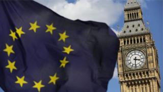 علم الاتحاد الأوروبي يرفرف بجوار بيغ بن