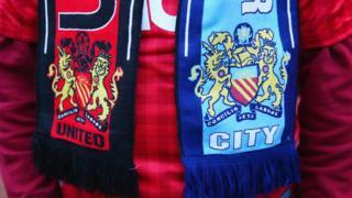 Bufanda con los logos del City Y United