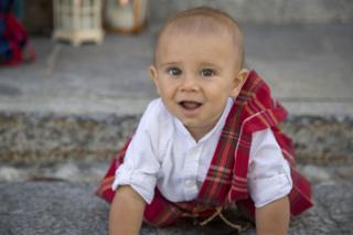 Bebê de Gurro com roupa típica escocesa