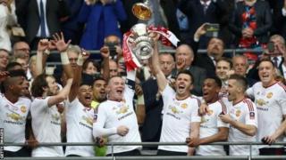 Manchester United ayaa bishii shanaad ee sanadkii hore ku guulaysatay koobkii 12naad ee FA ah ka dib markii ay ka badisay Crystal Palace