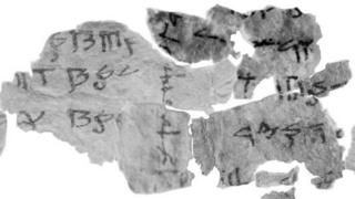 """นักโบราณคดีใช้เวลาหนึ่งปีในการรวบรวมชิ้นส่วนของ """"ม้วนหนังสือทะเลตาย"""" (Dead Sea Scrolls) เข้าด้วยกัน"""