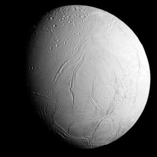 """Энцелад. Снимок """"Кассини"""" 28 октября 2015 года."""