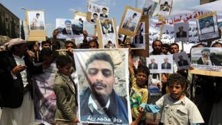 Yemenis in Sanaa hold pictures of prisoners held by pro-government and Saudi-led coalition forces (27 April 2016)