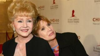 Debbie Reynolds n'umukobwa wiwe Carrie Fisher