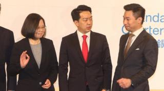 黃之瀚(右)與台灣總統蔡英文(左)同場出席美國商會活動。