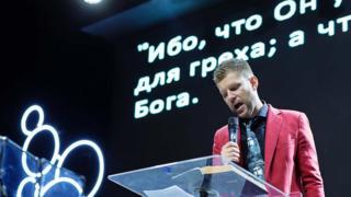 牧师叶夫根尼·皮瑞斯夫托夫。
