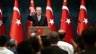Erdogan wuxu hogaanka xisbiga ka degay sannadkii 2014-kii markuu madaxweynaha noqday