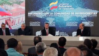 Venezuelan vice-president Tareck El Aissami (C) speaks during a meeting with creditors and investors in Caracas on November 13, 2017.