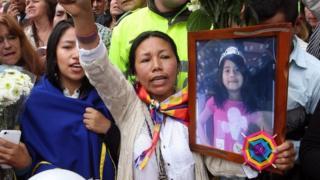 7 yaşındaki Yuliana Andrea Samboni Munoz'un Bogota'da yapılan cenaze töreninden