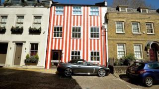 La casa de rojo y blanco en Lisle-Mainwaring, 71Kensington