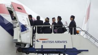 พนักงานต้อนรับบนเครื่องบินของสายการบินบริติชแอร์เวย์