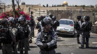 عناصر من القوات الإسرائيلية عند المسجد الأقصى