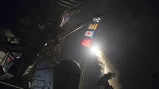 امریکا په دغو کنټرولیدونکو توغندیو په سوریه کې یوه هوایي اډه بمبار کړې ده