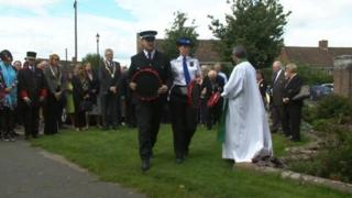 Hungerford wreath-laying