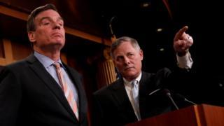 Глава сенатского комитета по разведке республиканец Ричард Берр и его заместитель демократ Марк Уорнер