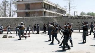 پلیس به تظاهرکنندگان شلیک کرد و دست کم پنج نفر کشته و ده نفر زخمی شدند