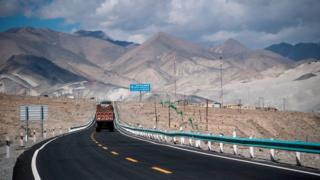1998-жылдагы келишим иштей баштаса Кашкардан Кыргызстан гана эмес, Өзбекстан да жүк алып чыгып калышы мүмкүн