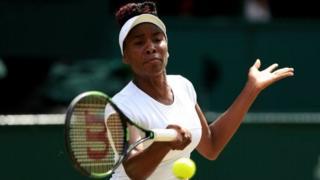 Venus Williams ngo yagenda buhoro igihe asekana n'imodoka ya Madamu Barson