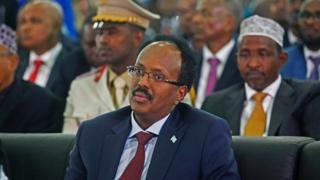 Mohamed Abdullahi Farmajo, le nouveau président de la Somalie, lors de l'inauguration de l'aéroport de Mogadiscio le 22 février 2017