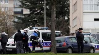 ตำรวจเข้าตรวจค้นบ้านพักของนายเบลกาเซม ทางตอนเหนือของกรุงปารีส