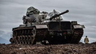 กองทัพตุรกีกำลังพยายามผลักดันกองกำลัง YPG ของชาวเคิร์ดให้ถอยห่างจากแนวพรมแดน