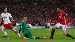 Ibrahimovic a lokacin da ya kai kora gidan Southampton