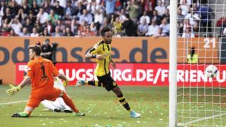 29ème but de la saison pour Pierre-Emerick Aubameyang ! Le gabonais a inscrit l'unique but du Borussia Dortmund sur la pelouse de Augsburg (match nul 1-1).
