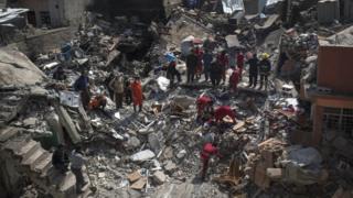 Escombros de um dos prédios atacados pela coalizão