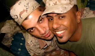 Btoo Allami và Nayyef Hrebid hug