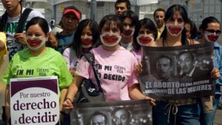 Mexico City'de kürtaj yanlısı kadın göstericiler