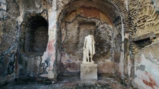بعض آثار مدينة بايا القديمة