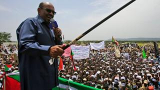 Pireezidant Al bashir ganda kibba Daarfuur keessatti argamtutti wayita haasaa taasisan.