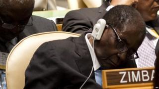 Indhaha Mugabe ayaa xasaasiyad ka qaada nalka