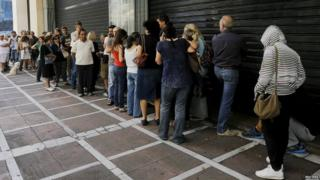 Queue outside Piraeus Bank in Athens (27 June)