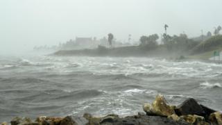 ураган обрушился на побережье Техаса