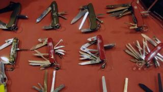 Виставка швейцарських армійських ножів