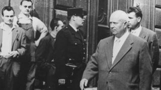 Никита Хрущев в Париже 17 мая 1960 года