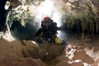 Xisco Gracia cave diving