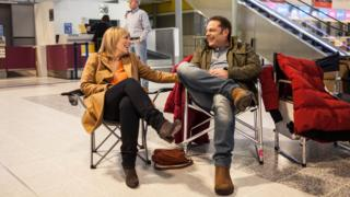 Fay Ripley and John Thomson relaxing during filming of Cold Feet