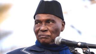 """L'ancien président du Sénégal Abdoulaye Wade, 91 ans, va diriger la liste d'une coalition de l'opposition dénommée """"Wattu Sénégal"""" pour les législatives."""