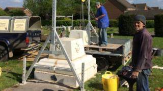 Rifles Monument being erected in Mampitts Cemetery, Shaftesbury, by George and Ed Closier