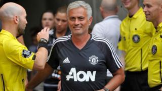 L'entraîneur de Manchester United n'exclut pas d'imiter Ferguson en matière de longévité.