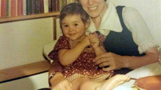 Sarah Thomas com um ano e meio