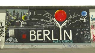 Одно из известные граффити берлинских улиц